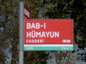 A street sign on the way to the palace